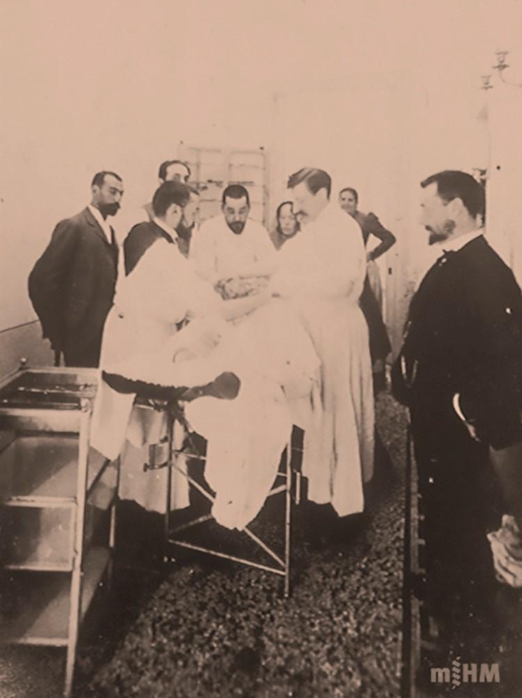 Intervenció quirúrgica doctor Miquel Fargas 1900