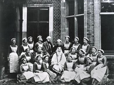 infermeres escola St. Thomas Hospital rodejant a Florence Nightingale